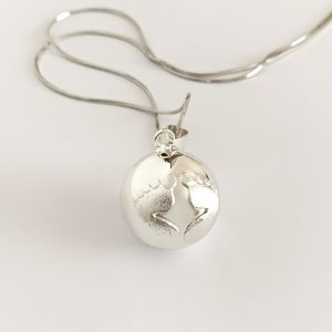 baby feet pendant necklace silver 1